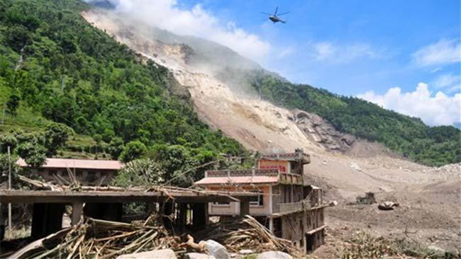 Landlside_in_Nepal_AP_650