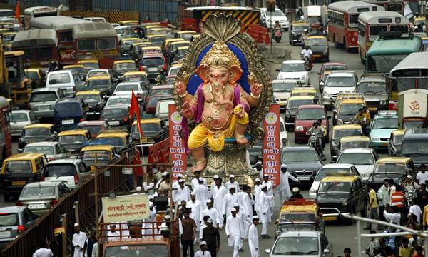 Ganpati in traffice