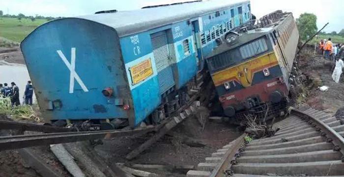 2 train dssaerailed