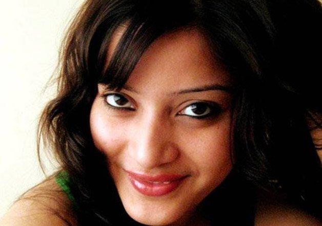 IndiaTva52577_Sheena