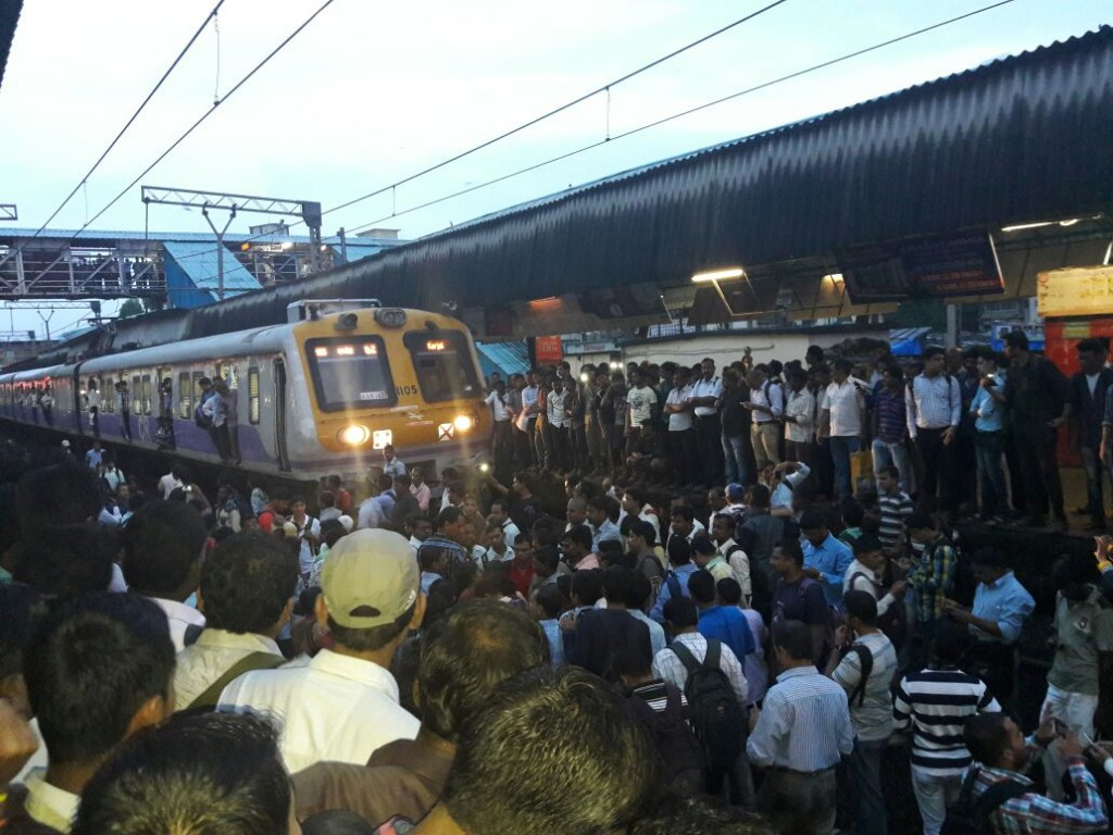 badalapur_rail_roko (2)