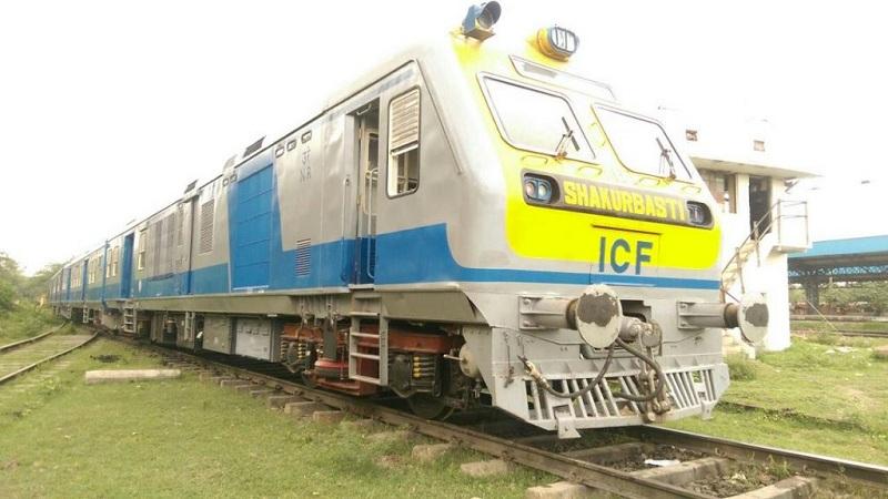 या ट्रेनमध्ये पारंपारिक डिझेल इंजिनच बसवलं आहे. सोलर पॅनल्सने ट्रेनमधली लाइट्स आणि फॅनची गरज भासवली जाईल.