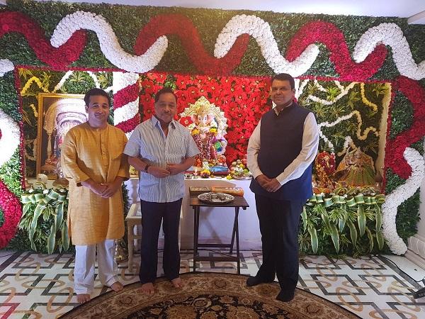 मुख्यमंत्री बाप्पाच्या दर्शनासाठी थेट राणेंच्या घरी !