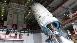 इस्रोनं सुरू केली पहिल्या मानवी अंतराळवारीची तयारी