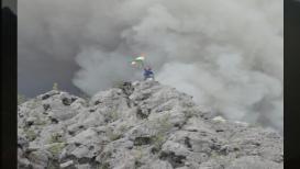 हैदराबादी पठ्ठ्याची कमाल, ज्वालामुखीच्या तोंडावर फडकवला तिरंगा