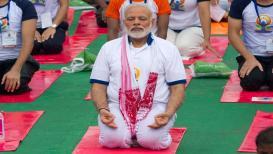 जेव्हा पंतप्रधान योगासनं करतात...