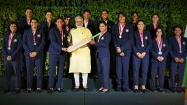 """""""तुम्ही जिंकलं"""", महिला क्रिकेट टीमने घेतली मोदींची भेट"""