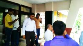 बीडमध्ये पोलिसांककडूनच रमेश कदमाचा शाही पाहुणचार