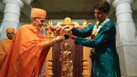 कॅनडाच्या पंतप्रधानांनी केली 'स्वामी नारायण' मंदिरात पूजा