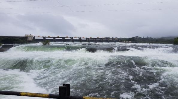 खडकवासल्यातून पाणी सोडलं; मुठा नदीला रौद्ररूप